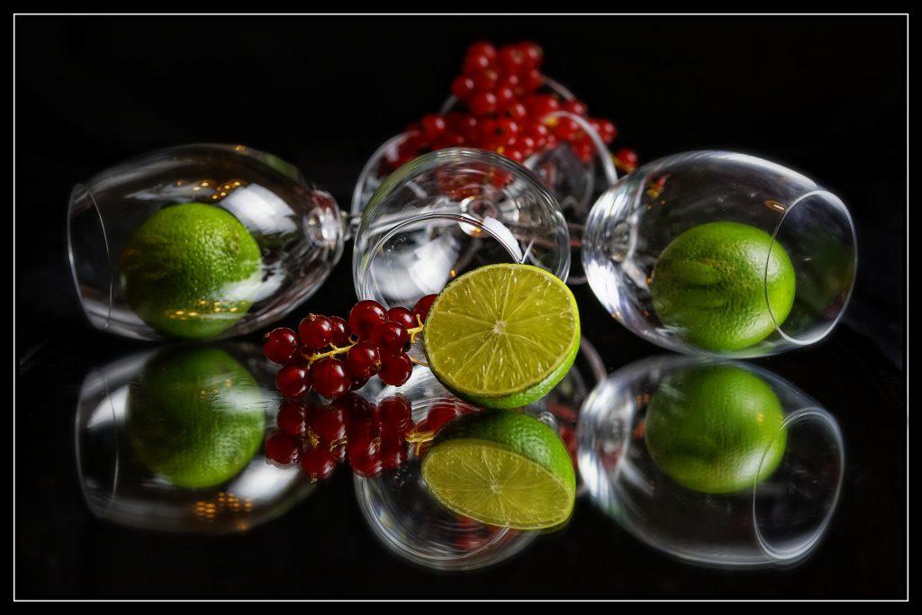 verre et fruits détox